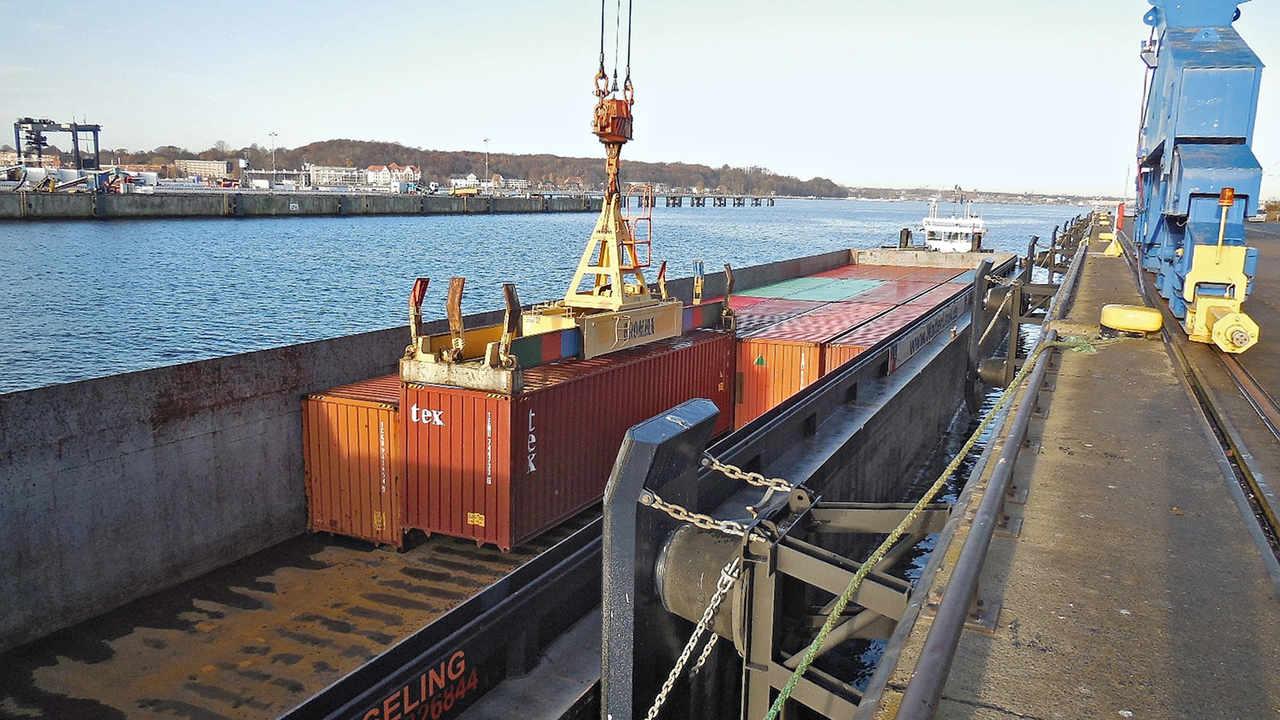 Kiel Nutzt Das Binnenschiff Dvz